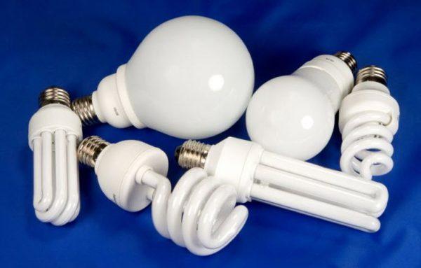 Для освещения туалета можно использовать люминесцентные лампы