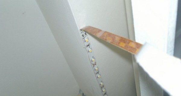 Монтаж светодиодной ленты для подсветки штор