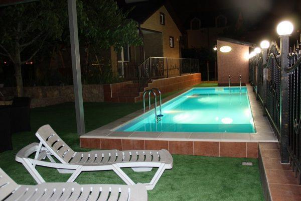 Освещение бассейна по периметру чаши