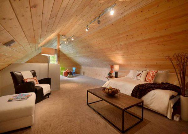Освещение чердачного помещения под двускатной крышей