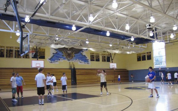 Подвесные светодиодные светильники в спортивном зале