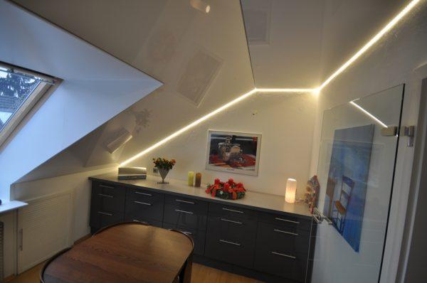 Подсветка потолка мансарды светодиодной лентой