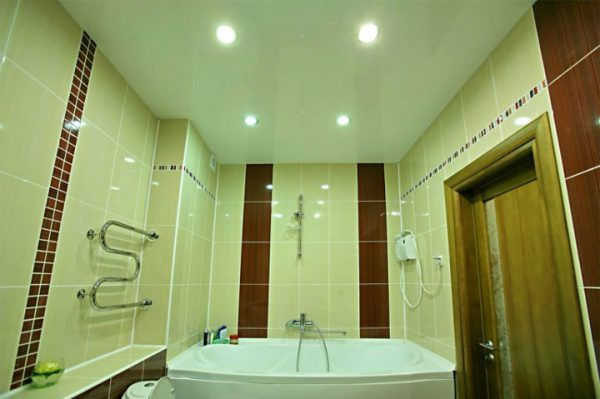Размещение встраиваемых потолочных светильников в ванной комнате
