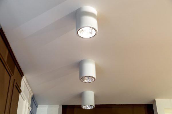 Накладные точечные светильники с LED-лампами
