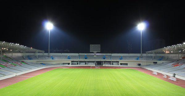 Для спортивных сооружений необходимо обеспечить высокий уровень светового потока