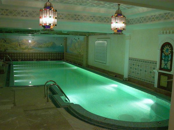 Верхнее освещение бассейна