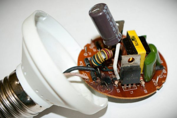 Внутреннее устройство энергосберегающей лампы