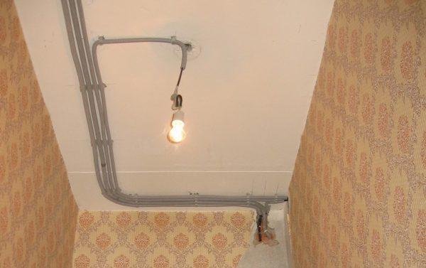 Прокладка электропроводки за реечным потолком
