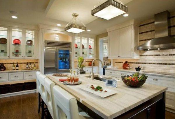 Использование квадратных светильников для освещения кухни