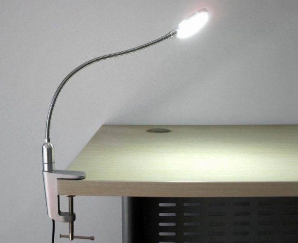 Лампа с гибкой трубкой и струбциной