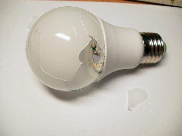 Светодиодная лампа может выйти из строя из-за механических повреждений