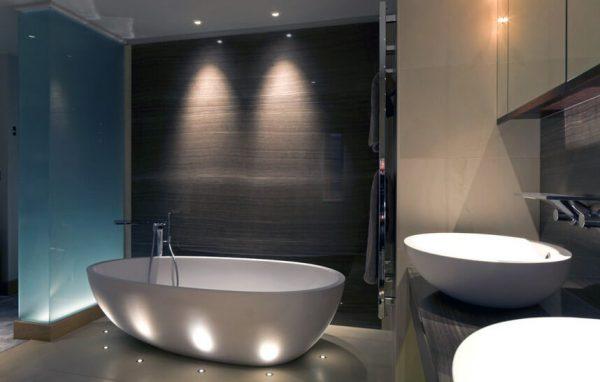 Низковольтные лампы отлично подходят для освещения ванной комнаты и других влажных помещений