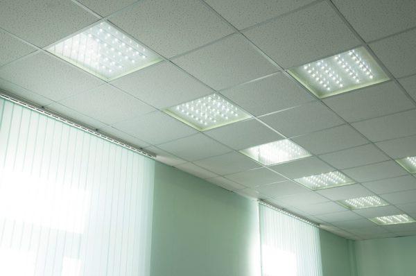Растровые светильники используются для освещения больших помещений