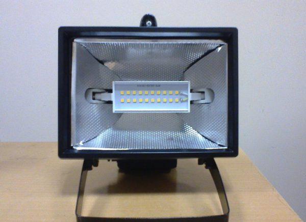Лампы под патрон R7S обычно используются для установки в прожекторы