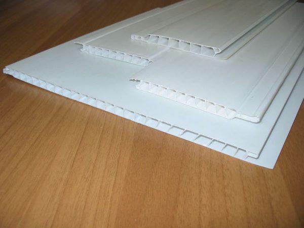 ПВХ-панели для потолка
