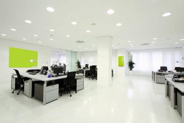 Использование светильников круглой формы в офисном помещении