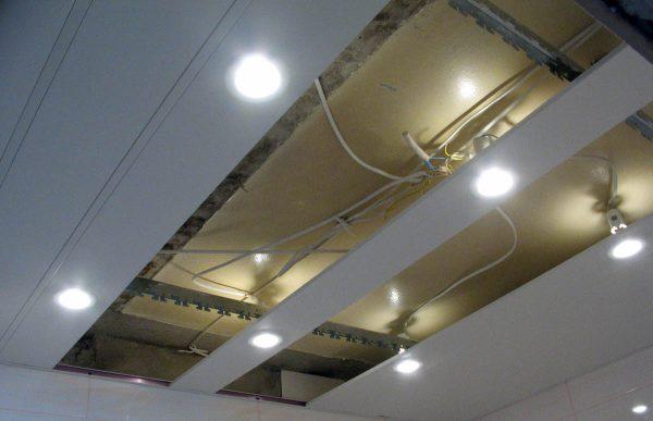 Монтаж точечных светильников в реечный потолок