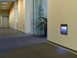 Источники света в стене