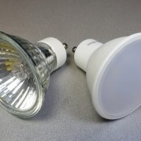 Меняем галогенные лампы на светодиодные