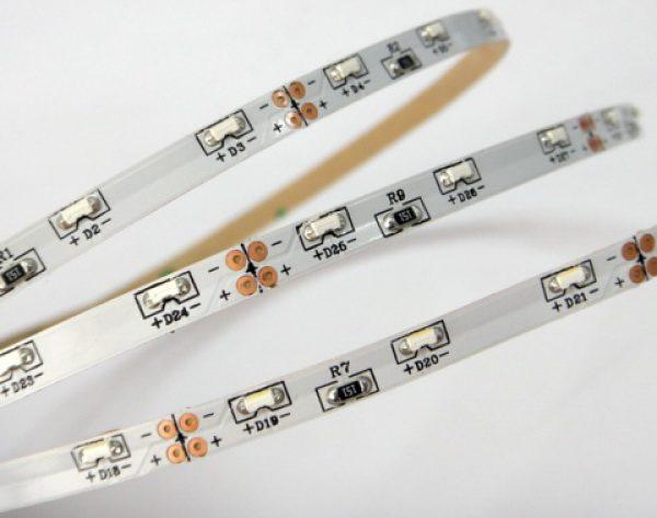 В ленте бокового свечения светодиоды располагаются в торцевой части