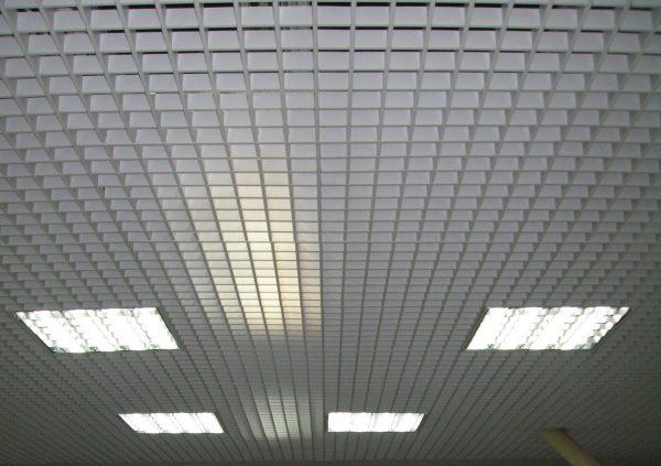 Люминесцентные источники света в подвесном потолке