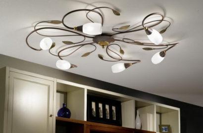 Потлочный светильник в зале с низкими потолками
