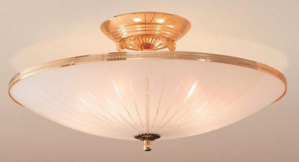 Потолочный светильник с плафоном сплюснутой формы
