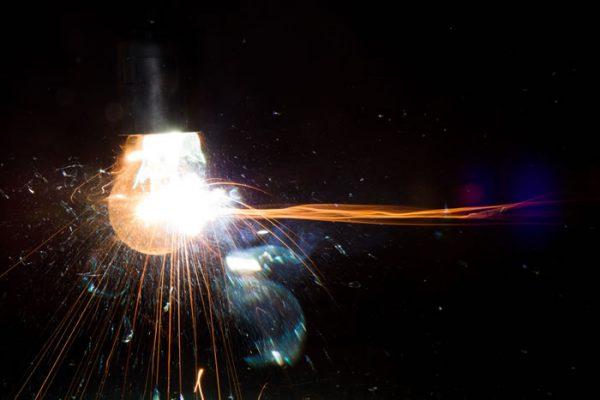 Электрическая лампочка может лопнуть из-за перепада напряжения