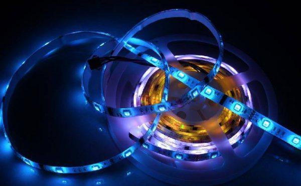 На работоспособность LED-ленты оказывают влияние перепады напряжения в сети