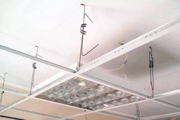 Светильник для потолка типа Армстронг