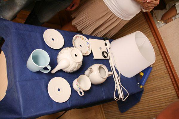 Изготовление светильника из чайника и чашек