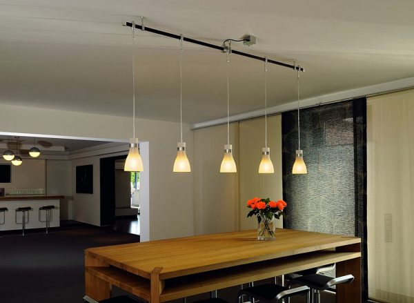 Вертикальные подвесные светильники на тросах