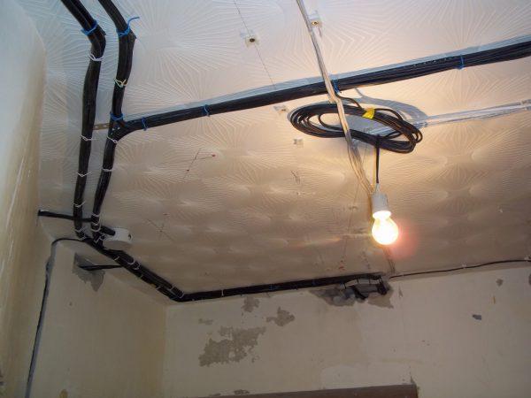 Электропроводка для светильников на натяжном потолке