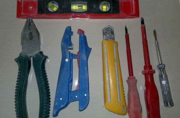 Инструменты для установки бра