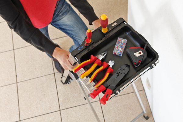 Инструменты для установки люстры на натяжной потолок