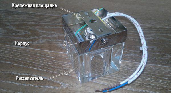 Конструкция накладного точечного светильника