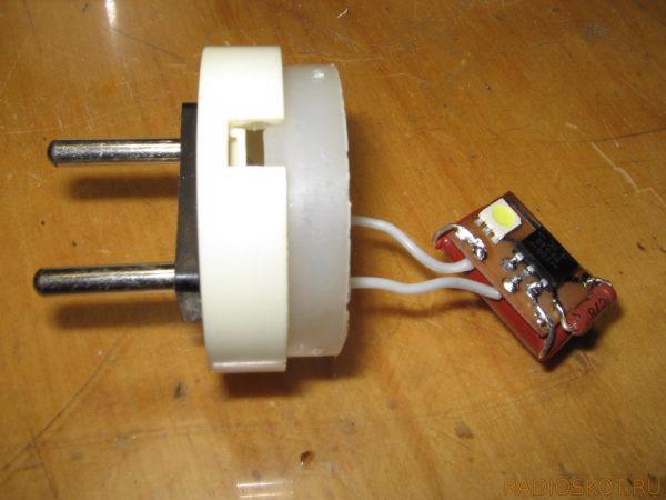 Изготовление светильника из электрической вилки