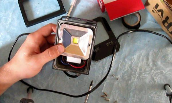Подключение LED-прожектора на 12 вольт