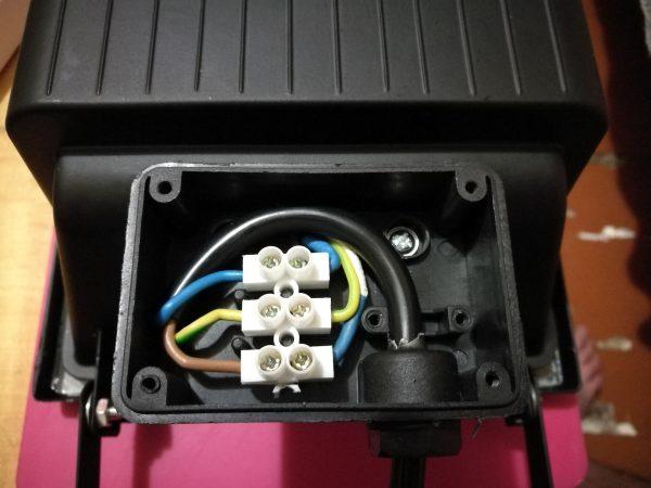 Подключение светодиодного прожектора с заземлением