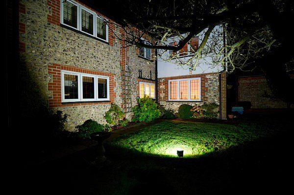 Использование светодиодных прожекторов для подсветки фасадов