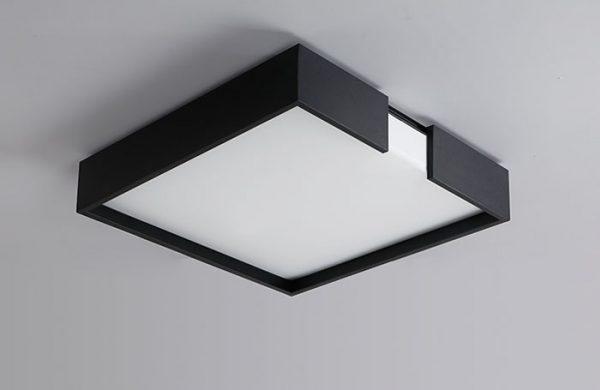 Квадратная потолочная люстра в черном корпусе