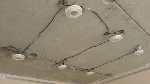 Прокладка проводов под установку точечных светильников