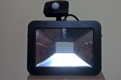 Прожектор со встроенным сенсором