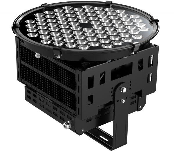 Мощный светодиодный прожектор должен быть оснащен эффективным радиатором