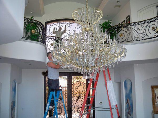 Снятие люстры с потолка для ремонта