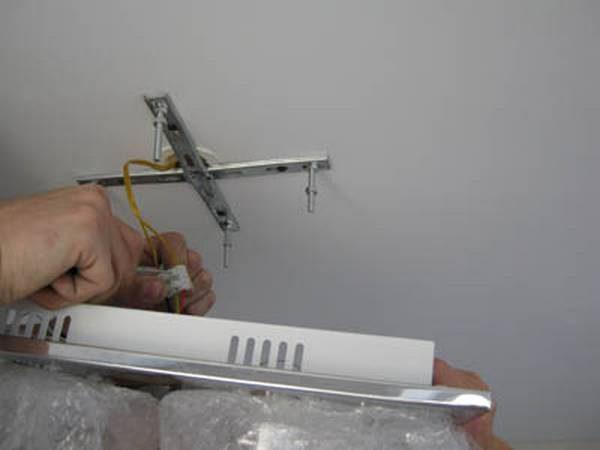 Снятие светильника с крестообразной планки
