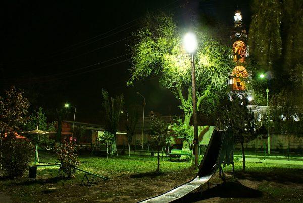 Освещение парка с помощью LED-прожекторов