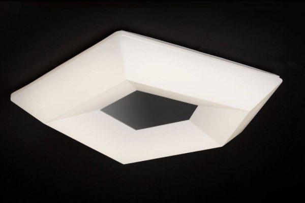 Из-за близости к поверхности потолка в плоских люстрах следует использовать светодиодные лампы