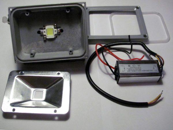 Устройство LED-прожектора