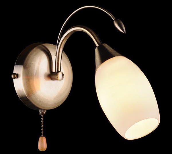 Настенный светильник со шнуровым выключателем